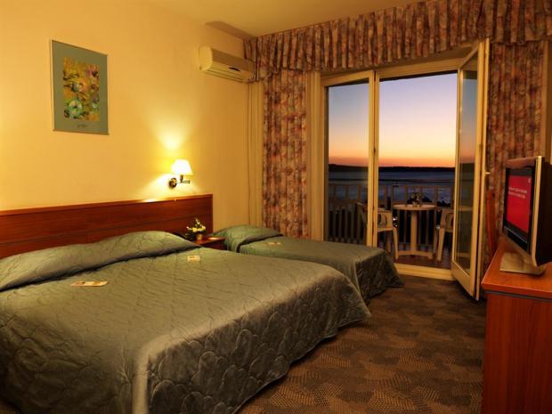Hotel Slovenija - dvokrevetna sa pomoćnim ležajem