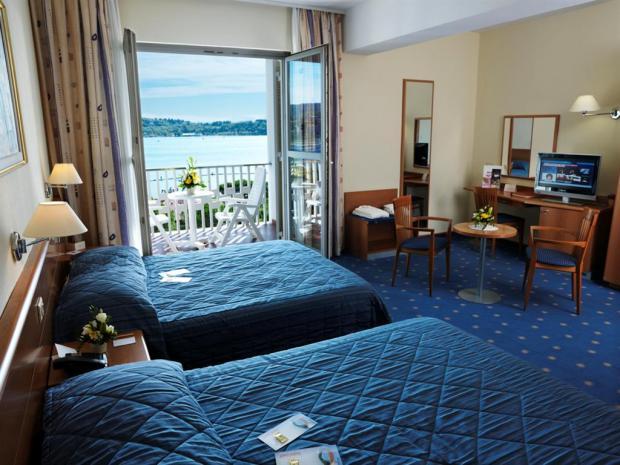 Hotel Riviera - četvorokrevetna soba