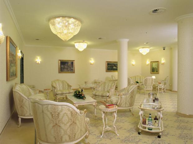 Hotel Habakuk - ovalna soba diplomat kluba