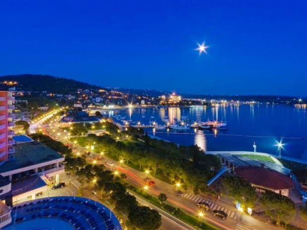 Hotel Riviera - pogled na promenadu