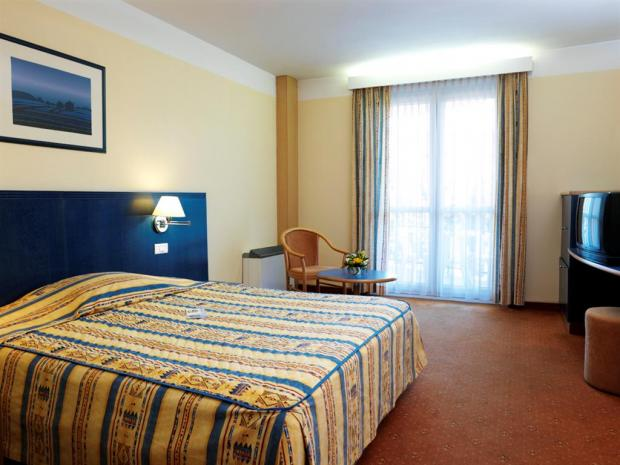 Hotel Mirna - soba sa francuskim krevetom
