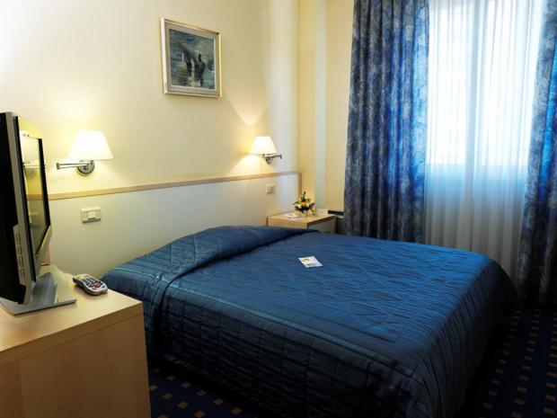 Hotel Riviera - soba sa francuskim krevetom