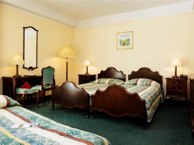 Hotel Apollo - soba sa stilskim nameštajem